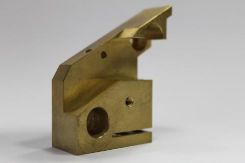 CNC frézovaný díl - mosaz